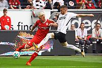 Andreas Beck (VfB Stuttgart) gegen Ante Rebic (Eintracht Frankfurt) - 30.09.2017: Eintracht Frankfurt vs. VfB Stuttgart, Commerzbank Arena