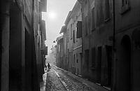 Sabbioneta (Mantova). Un vicolo --- Sabbioneta (Mantua). An alley