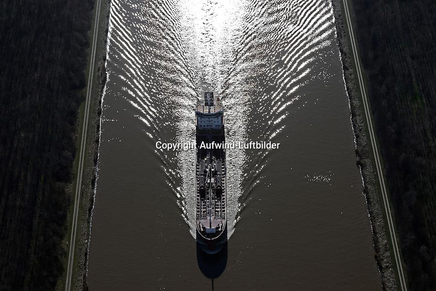 Oil Tanker im Nord Ostsee Kanal auf Kanalfahrt: EUROPA, DEUTSCHLAND, SCHLESWIG- HOLSTEIN,  (GERMANY), 12.03.2014: Der Oil und Chemikalien Tanker Sten Fjell fäahrt im  Nord Ostsee Kanal.