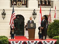 President Barack Obama and First Lady Michelle Obama welcome Prime Minister Lee Hsien Loong of Singapore, to the White House for an official visit.