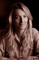 """Sembra che sia stata Andrea Marcolongo a scrivere il discorso che Renzi ha pronunciato all'inaugurazione del semestre italiano a guida dell'Unione Europea. E' il discorso della generazione Telemaco. Scrittrice, laureata in greco, allieva della scuola Holden di Alessandro Baricco a Torino, ha lavorato da """"ghost writer"""" per l'attuale presidente del Consiglio a partire dal novembre 2013, quando inaugurò l'anno accademico fiorentino. Torino 26 giugno 2018. © Leonardo Cendamo"""