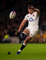 England's Owen Farrell kicks a penalty<br /> <br /> Photographer Bob Bradford/CameraSport<br /> <br /> 2018 Quilter Internationals - England v Australia - Saturday 24th November 2018 - Twickenham - London<br /> <br /> World Copyright &copy; 2018 CameraSport. All rights reserved. 43 Linden Ave. Countesthorpe. Leicester. England. LE8 5PG - Tel: +44 (0) 116 277 4147 - admin@camerasport.com - www.camerasport.com