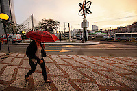 ATENCAO EDITOR FOTO EMBARGADA PARA VEICULO INTERNACIONAL - SAO PAULO, SP, 24 DE SETEMBRO 2012 - CLIMA TEMPO - Fim de tarde na regiao oeste da capital paulista nesta segunda-feira, 24 - FOTO: VANESSA CARVALHO - BRAZIL PHOTO PRESS