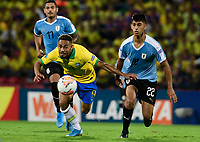 BUCARAMANGA - COLOMBIA, 06-02-2020: Matheus Cameiro Cunha de Brasil disputa el balón con Mathias Laborda de Uruguay durante partido entre Brasil U-23 Y Uruguay U-23 por el cuadrangular final como parte del torneo CONMEBOL Preolímpico Colombia 2020 jugado en el estadio Alfonso Lopez en Bucaramanga, Colombia. / M Cunha of Brazil fights the ball with Mathias Laborda of Uruguay during the match between Brazil U-23 and Uruguay U-23 for the final quadrangular as part of CONMEBOL Pre-Olympic Tournament Colombia 2020 played at Alfonso Lopez stadium in Bucaramanga, Colombia. Photo: VizzorImage / Julian Medina / Cont