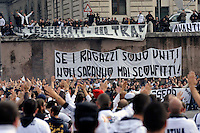 Roma 14 Novembre 2009.Manifestazione nazionale contro la Tessera del Tifoso organizzata dagli ultras delle squadre di calcio..Rome 14  November 2009. Italian football 'Ultras' supporters demonstrate  against the 'supporter card' which fans will have to show at the entrance of stadiums starting January 1, 2010. The card will be delivered by professional football clubs to supporters whose names have been cleared by the local police