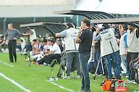 SAO PAULO, SP 14 de julho 2013- Tecnico Cuca do Atletico MG durante partida entre Corinthians x Atletico Mg válida pela 7ª rodada do Campeonato Brasileiro, realizada no estádio do Pacaembu, zona oeste da capital paulista, neste domingo.    ADRIANO LIMA / BRAZIL PHOTO PRESS).