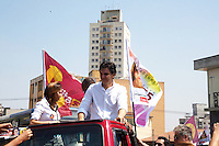 ATENCAƒO EDITOR FOTO EMBARGADA PARA VEICULOS INTERNACIONAIS. SAO PAULO, SP, 15 SETEMBRO DE 2012 – ELEICOES 2012 GABRIEL CHALITA – O candidato a prefeitura da cidade, Gabriel Chalita (PMDB),  participa de carreata nesta tarde de sábado (15), na zona norte da capital. FOTO RICARDO LOU - BRAZIL PHOTO PRESS