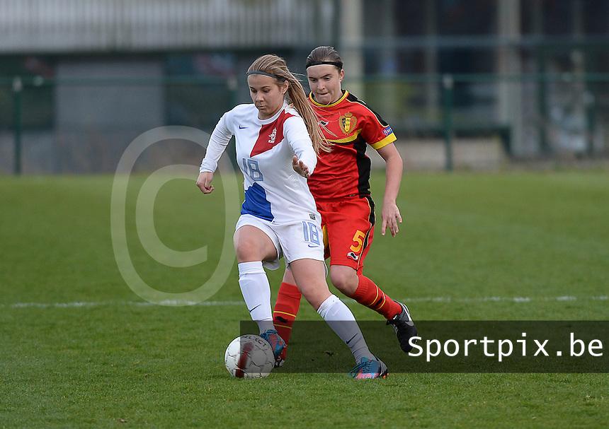 Women U15 : Belgian Red Flames - Nederland :<br /> <br /> Victoria Pelova (L) wordt achternagezeten door Davinia Vanmechelen (R)<br /> <br /> foto Dirk Vuylsteke / Nikonpro.be