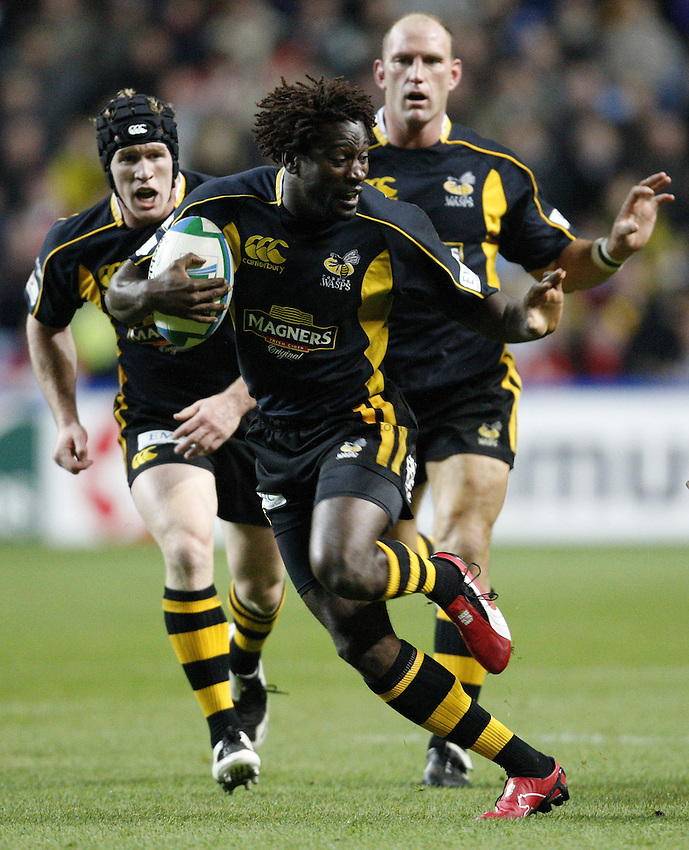 Photo: Richard Lane/Richard Lane Photography..London Wasps v Munster Rugby. Heineken Cup. 10/11/2007. .Wasps' Paul Sackey attacks with Tom Rees and Lawrence Dallaglio in support.