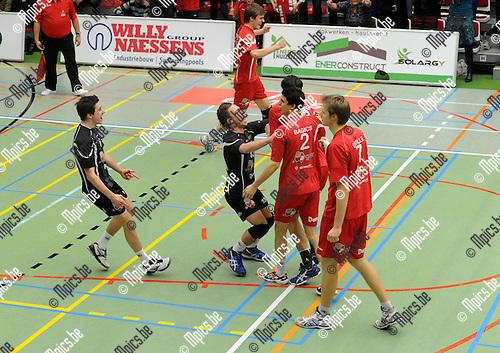 2012-12-16 / Volleybal / seizoen 2012-2013 / Puurs - Antwerpen / Puurs viert de 3-0 overwinning..Foto: Mpics.be