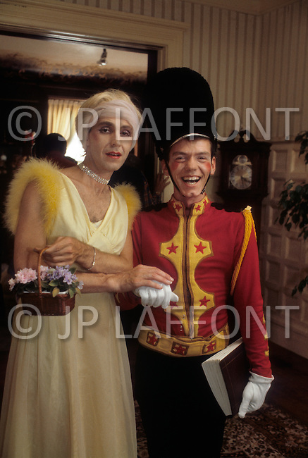 San Francisco, CA &ndash; September 3, 1982<br /> A couple from the San Francisco based &ldquo;Sisters of Perpetual Indulgence&ldquo; group wear Nutcracker costumes at a Gay Olympics after party. &ldquo;The Sisters&ldquo; is an organization that uses street and theater performances to call attention to sexual intolerance.<br /> San Francisco, Californie. Le 3 septembre, 1982.<br /> Les &ldquo;S&oelig;urs de la Perp&eacute;tuelle Indulgence&ldquo; donnent une partie d&eacute;guis&eacute;e en l&rsquo;honneur des Olympiens, un couple habill&eacute; en soldats du ballet de Tcha&iuml;kovski : &ldquo;Casse-Noisette&ldquo;. L&rsquo;ordre des &ldquo;S&oelig;urs de la Perp&eacute;tuelle Indulgence&ldquo; est n&eacute; &agrave; San Francisco et fait v&oelig;ux d&rsquo;aider leur communaut&eacute;.