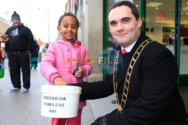 Mascara Sutton and Mayor Kevin Callan taking part in the Drogheda homeless aid sleepout.<br /> Picture www.newsfile.ie