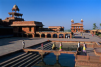 India, Uttar Pradesh, Fatehpur Sikri: View over abandoned 16th century city | Indien, Uttar Pradesh, Fatehpur Sikri: verlassene Stadt aus dem 16. Jahrhundert