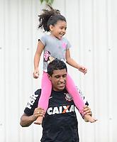 SÃO PAULO,SP,23 MARCO 2013 - TREINO CORINTHIANS.  Paulinho  durante treino do Corinthians no CT Joaquim Grava, no Parque Ecologico do Tiete, zona leste de Sao Paulo, na manha deste sabado . O time se prepara para o jogo  contra o  Guarani em Campinas,  jogo valido pelo paulistao 2013. FOTO ALAN MORICI - BRAZIL FOTO PRESS