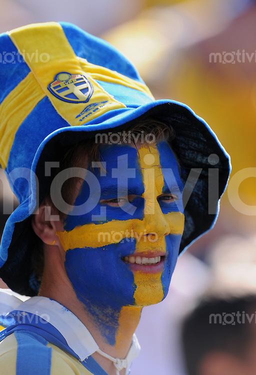 Fussball  International U 21 Europameisterschaft 2009  19.06.2009 Schweden - Italien SWE Fan mit bemaltem Gesicht