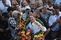 TURNEN: HEERENVEEN: centrum Heerenveen, 16-08-2012, Huldiging Olympisch kampioen, Epke Zonderland met z'n gouden medaille tijdens de 'zegetocht', ©foto Martin de Jong