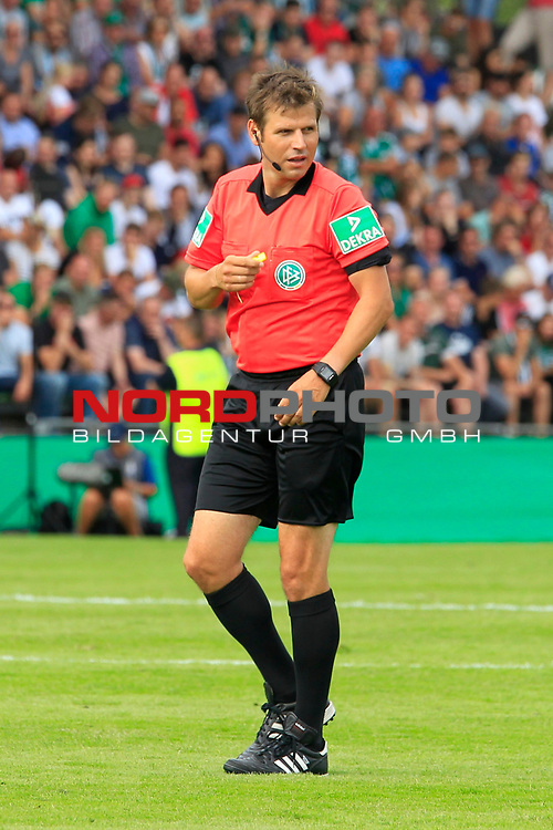 11.08.2019, Stadion Lohmühle, Luebeck, GER, DFB-Pokal, 1. Runde VFB Lübeck vs 1.FC St. Pauli<br /> <br /> DFB REGULATIONS PROHIBIT ANY USE OF PHOTOGRAPHS AS IMAGE SEQUENCES AND/OR QUASI-VIDEO.<br /> <br /> im Bild / picture shows<br /> Schiedsrichter Frank Willenborg<br /> <br /> Foto © nordphoto / Tauchnitz