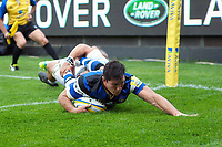 Francois Louw of Bath Rugby scores a try in the first half. Aviva Premiership match, between Bath Rugby and Saracens on September 9, 2017 at the Recreation Ground in Bath, England. Photo by: Patrick Khachfe / Onside Images