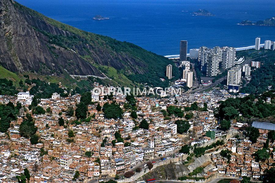 Favela da Rocinha. Rio de Janeiro. 2002. Foto de Ricardo Azoury.