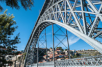 PORTO-PORTUGAL, 25.08.2012 - Ponte D Luís I, que liga as cidades do Porto e Vila Nova de Gaia, separadas pelo Rio Douro. A ponte foi construída entre os anos de 1881 e 1888 e foi projetada pelo engenheiro belga Théophile Seyrig. (Bete Marques/Brazil Photo Press)