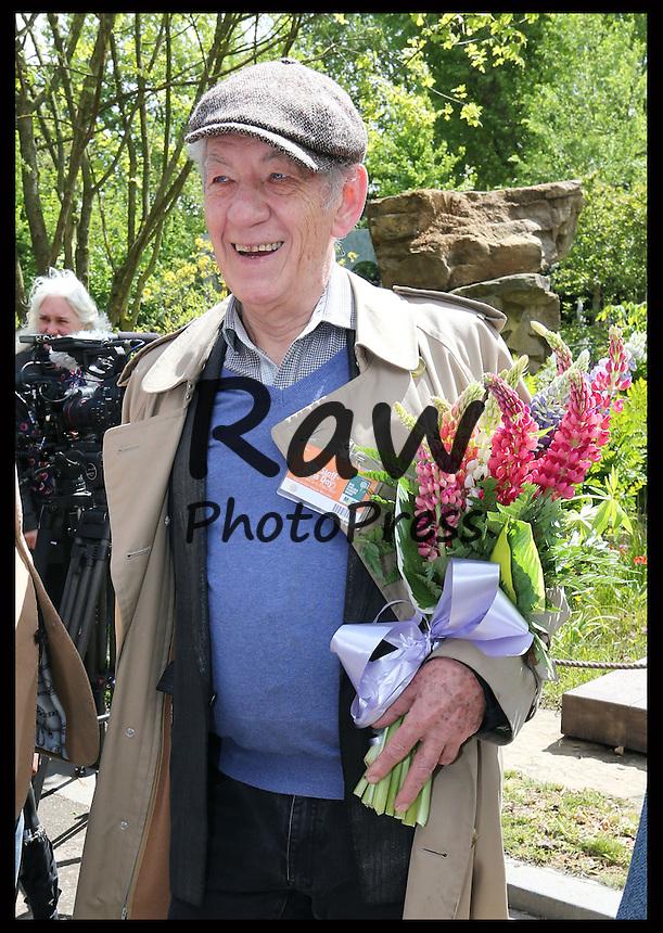 Muchas caras conocidas han asistido al Chelsea Flower Show en Londres.<br /> <br /> Image licensed to i-Images Picture Agency. 18/05/2015. London, United Kingdom. Celebrities at the Chelsea Flower Show Picture by Stephen Lock / i-Images