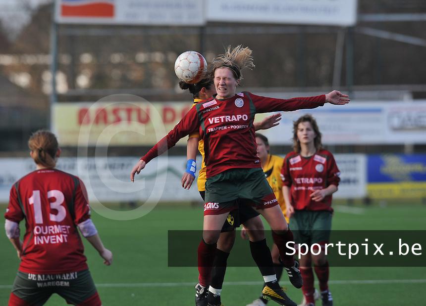 Dames Zulte Waregem - SK Lierse WD : Elien Ameye wint het kopduel.foto DAVID CATRY / Vrouwenteam.be