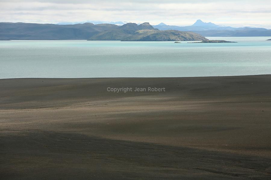 .chapelet des lacs de crateres turquoises des Veidivotn  Islande.