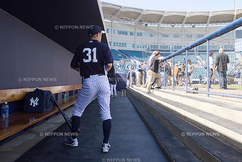 Ichiro Suzuki (Yankees),.FEBRUARY 19, 2013 - MLB :.Ichiro Suzuki of the New York Yankees stands in the dugout during the New York Yankees spring training camp at George M. Steinbrenner Field in Tampa, Florida, United States. (Photo by Thomas Anderson/AFLO) (JAPANESE NEWSPAPER OUT)