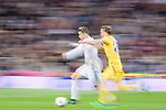 Cristiano Ronaldo of Real Madrid (L) fights for the ball with Stephan Lichtsteiner of Juventus (R) during the UEFA Champions League 2017-18 quarter-finals (2nd leg) match between Real Madrid and Juventus at Estadio Santiago Bernabeu on 11 April 2018 in Madrid, Spain. Photo by Diego Souto / Power Sport Images