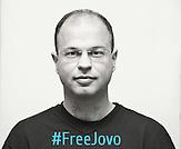 Journalist aus Montenegro, der seit Oktober 2015 in Untersuchungshaft sitzt wegen Anschuldigungen, denen er massiv wiederspricht und die eher als Versuch der montenegrinischen  Regierung gewertet werden ihn an seiner journalistischen Arbeit zu hindern. Her eine Bild der Kampagne zu seiner Freilassung.