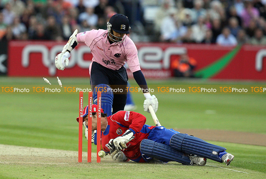 Essex wicketkeeper James Foster completes the run out of Murali Kartik with a spectacular dive - Essex Eagles vs Middlesex Panthers - Twenty 20 Cricket at the Ford County Ground, Chelmsford, Essex -  22/06/09 - MANDATORY CREDIT: Gavin Ellis/TGSPHOTO - Self billing applies where appropriate - Tel: 0845 094 6026