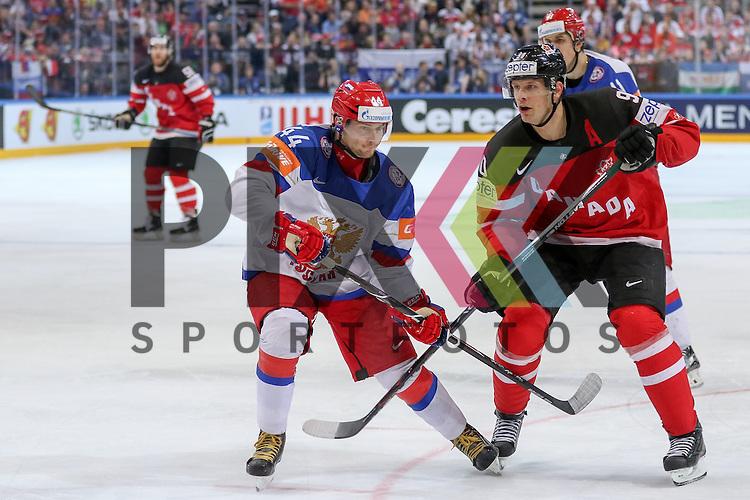 Canadas Duchene, Matt (Nr.9) im Zweikampf mit Russlands Yakovlev, Yegor (Nr.44)(Lokomotiv Yaroslavi)  im Spiel IIHF WC15 Finale Russia vs. Canada.<br /> <br /> Foto &copy; P-I-X.org *** Foto ist honorarpflichtig! *** Auf Anfrage in hoeherer Qualitaet/Aufloesung. Belegexemplar erbeten. Veroeffentlichung ausschliesslich fuer journalistisch-publizistische Zwecke. For editorial use only.