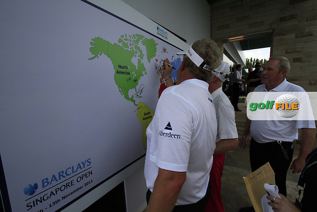 Colin Montgomerie (SCO) and Simon Dyson (ENG) sign the world map after finishing his round during Sunday's Final Round of the rain shortened 2011 Barclays Singapore Open, Singapore, 13th November 2011 (Photo Eoin Clarke/www.golffile.ie)