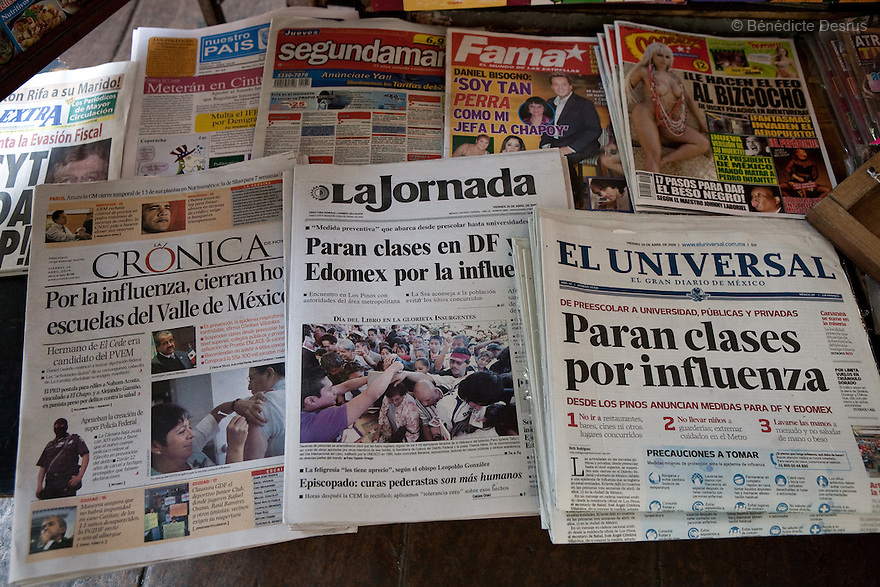 April 24, 2009 - Mexico City, Mexico - Newspapers headline about the swine Flu in Mexico. Photo credit: Benedicte Desrus / Sipa Press