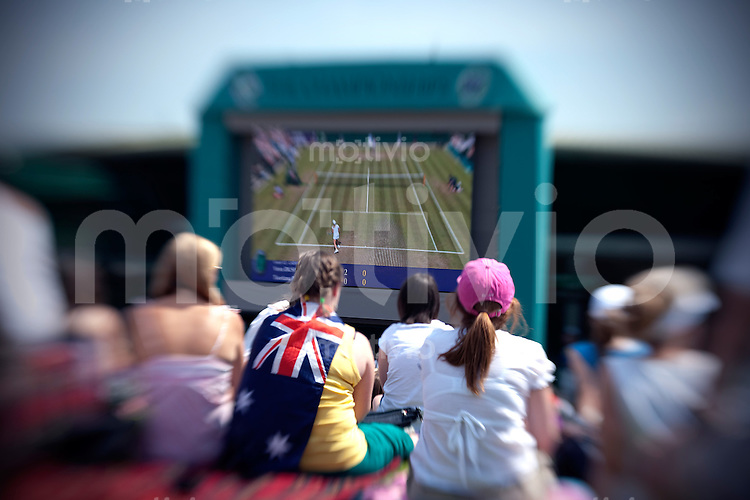 Specators arounf the area of the Championships. The Wimbledon Championships 2010 The All England Lawn Tennis & Croquet Club  Day 3 Wednesday 23/06/2010