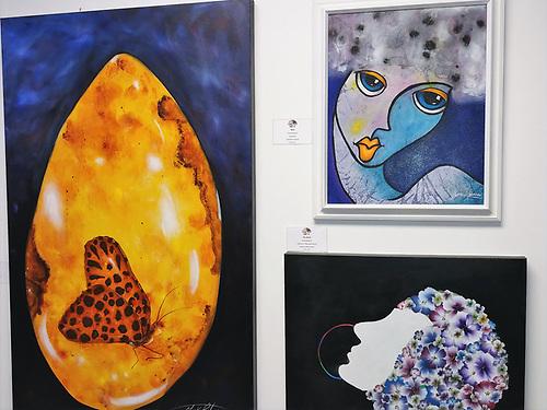 Algunas de las obras de la artista dominicana Yorka Ralwins, que están expuestas durante todo el mes de octubre.