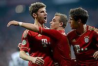 FUSSBALL  DFB-POKAL  HALBFINALE  SAISON 2012/2013    FC Bayern Muenchen - VfL Wolfsburg            16.04.2013 Jubel nach dem 3:1: Thomas Muelle, Torschuetze Xherdan Shaqiri und Javier Martinez (v.l., alle FC Bayern Muenchen)