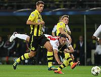 DORTMUND, ALEMANHA, 18 SETEMBRO 2012 - LIGA DOS CAMPEOES - BORUSSIA DORTMUND X AJAX -  Sebastian Kehl (E) e Lukasz Piszczek (D) do Borussia Dortmund (ALE) durante partida contra Derk Boerringter (C) Ajax (HOL) em partida valida pela primeira rodada do Grupo D da Liga dos Campeos da Europa,no Westfalenstadion em Dortmund na Alemanha,  nesta terca-feira, 18,  (FOTO: PIXATHLON / BRAZIL PHOTO PRESS).