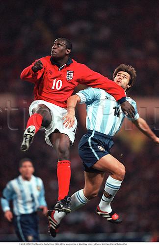 EMILE HESKEY & Mauricio Pochettino, ENGLAND 0 v Argentina 0, Wembley, 000223. Photo: Matthew Clarke/Action Plus...2000.Soccer.Header.International.football.internationals.association