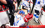 Stockholm 2014-05-03 Ishockey Oddset Hockey Games  Sverige - Finland :  <br /> Finlands Juha-Pekka Hyt&ouml;nen har ont och tittas till i b&aring;set under matchen<br /> (Foto: Kenta J&ouml;nsson) Nyckelord:  Oddset Hockey Games Sverige Swe Tre Kronor Finland Fin Globen Ericsson Globe Arena skada skadan ont sm&auml;rta injury pain