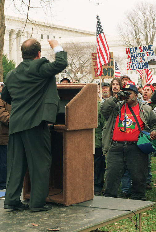 12/12/01.WORKERS RALLY/ECONOMIC STIMULUS--Sen. Paul Wellstone, D-Minn., fires up a crowd of unemployed workers demanding congressional help. The rally was organized by the National Campaign for Jobs and Income Support, United Steelworkers of America, PA AFL-CIO, HERE Local 274, Tenants and Workers Support Committee, Philadelphia Unemployment Project, IUE Local 119, United Food and Commercial Workers Local 1776, AFSCME DC 47 and others. .CONGRESSIONAL QUARTERLY PHOTO BY SCOTT J. FERRELL