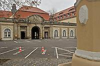 Ansichten des Klinikum St. Georg in Leipzig an der Delitzscher Straße. historisches Portal<br /> <br />  Foto: Norman Rembarz