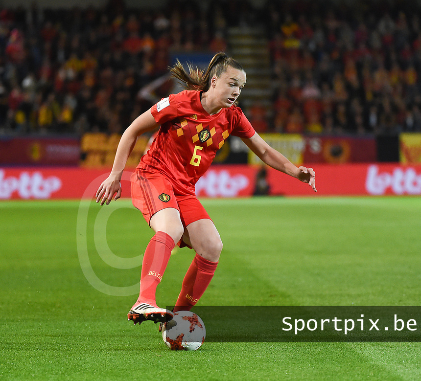 20181005 - LEUVEN , BELGIUM : Belgian Tine De Caigny pictured during the female soccer game between the Belgian Red Flames and Switzerland , the first leg in the semi finals play offs for qualification for the World Championship in France 2019, Friday 5 th october 2018 at OHL Stadion Den Dreef in Leuven , Belgium. PHOTO SPORTPIX.BE | DIRK VUYLSTEKE