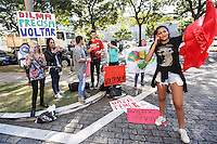 SÃO PAULO, SP, 04.07.2016 - TEMER-SP - Manifestantes contrarios ao presidente interino Michel Temer durante ato na abertura do Global Agribusiness Forum - GAF16 no Hotel Grand Hyatt na região sul de São Paulo nesta segunda-feira, 04. (Foto: Vanessa Carvalho/Brazil Photo Press)