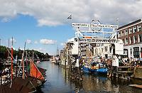 Wolwevershaven in Dordrecht. Machinefabriek  Straatman
