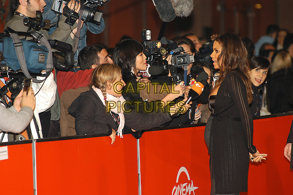 "HALLE BERRY .Red carpet arrivals for the film ""Things We Lost In The Fire"" during the 2nd Annual Rome Film Festival, Rome, Italy, 26th October 2007. .half length black dress pregnant back behind rear.CAP/CAV.©Luca Cavallari/Capital Pictures."