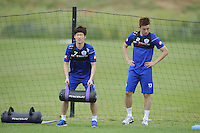 Ji-Sung Park with Suk-Young Yun of QPR in training