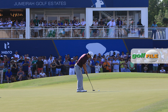 David Lipsky (USA) on the 18th green during Round 4 of the DP World Tour Championship 2017, at Jumeirah Golf Estates, Dubai, United Arab Emirates. 19/11/2017<br /> Picture: Golffile | Thos Caffrey<br /> <br /> <br /> All photo usage must carry mandatory copyright credit     (&copy; Golffile | Thos Caffrey)