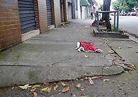 SÃO PAULO,SP,09 JANEIRO 2012 - NOVA LEI CALÇADAS<br /> A nova legislação que triplica a multa mínima para calçadas esburacadas, sujas e com obstáculos começa a ser aplicada oficialmente nesta segunda-feira (9). FOTO ALE VIANNA - NEWS FREE.