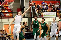 UITHUIZEN - Basketbal , Donar - Groene Uilen met meet en greet na afloop, voorbereiding seizoen 2018-2019, 01-09-2018 Donar speler Rienk Mast